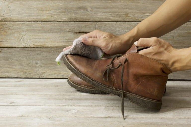 जूते का शोल बचाएँ! यहाँ 5 आम गलतियाँ दी गई हैं जिनसे आपको अपने पसंदीदा जूते की सफाई करते समय जरूर बचना चाहिए.