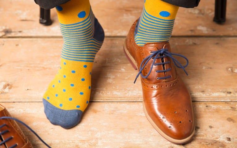 Como alargar sapatos e ténis: alguns truques