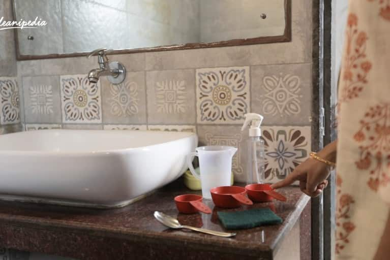 Simple guide to naturally clean your bathroom tiles this festive season
