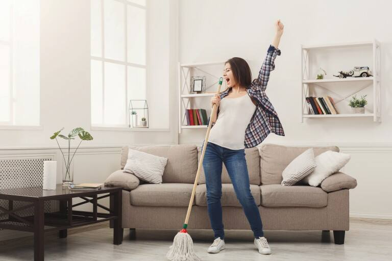 More pollution = More dust in the house? Here's a simple cleaning schedule to make your home look spick and span all the time!