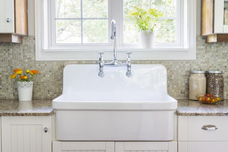Borewell water leaving yellow stains on your washbasin? Here's a quick home fix!