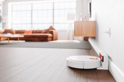 Robot vacuum cleaner charging battery