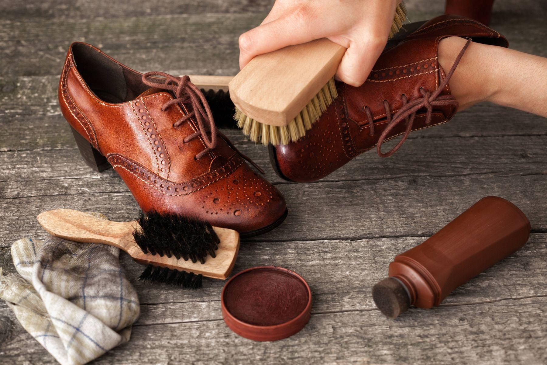Bạn có nên vệ sinh giày thường xuyên không?