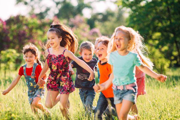Mẹ nên làm gì để khuyến khích bé vận động nhiều hơn?