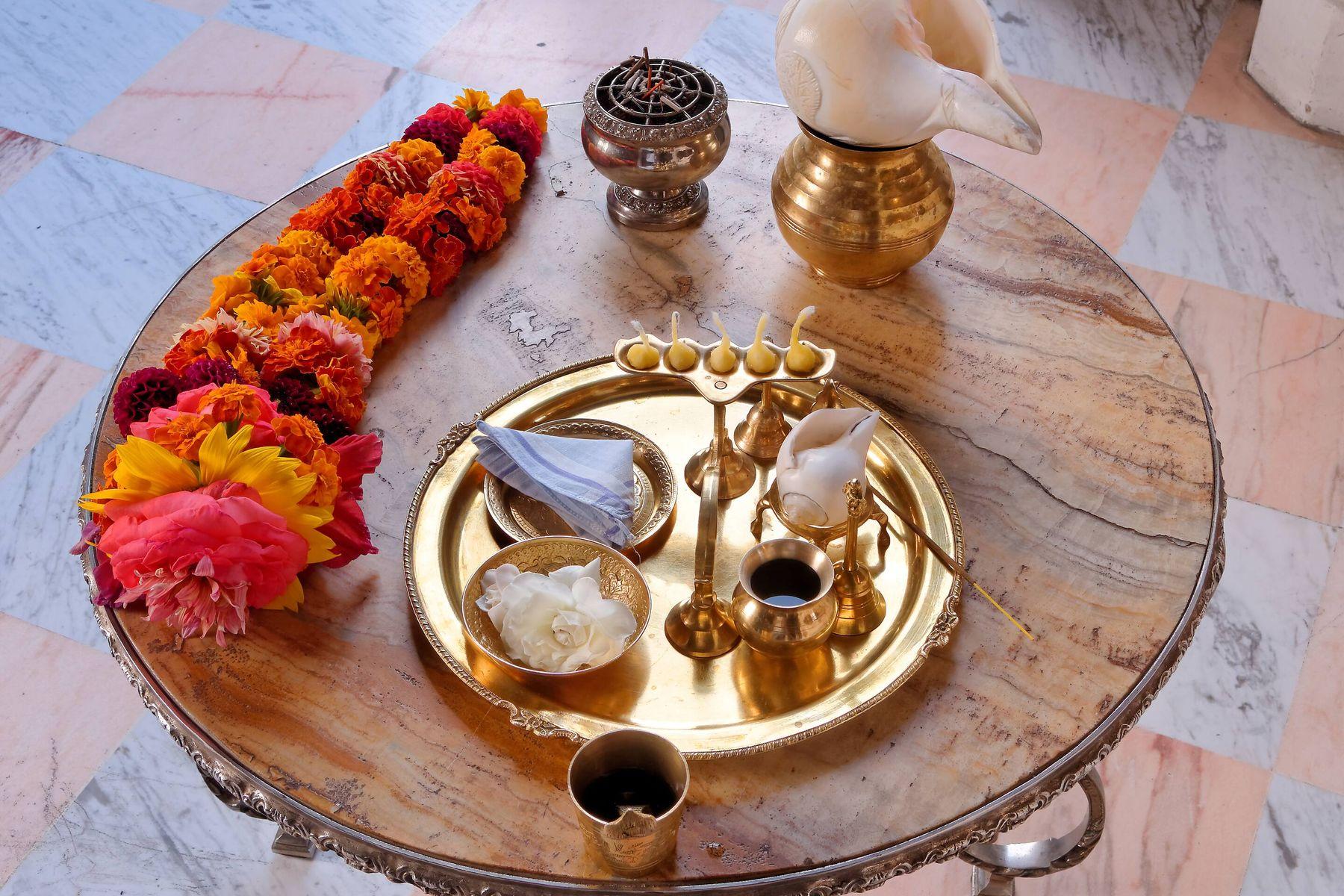 लक्ष्मी पूजन के लिए पूजा की थाली को कैसे चमकाएं । क्लीएनीपीडिया