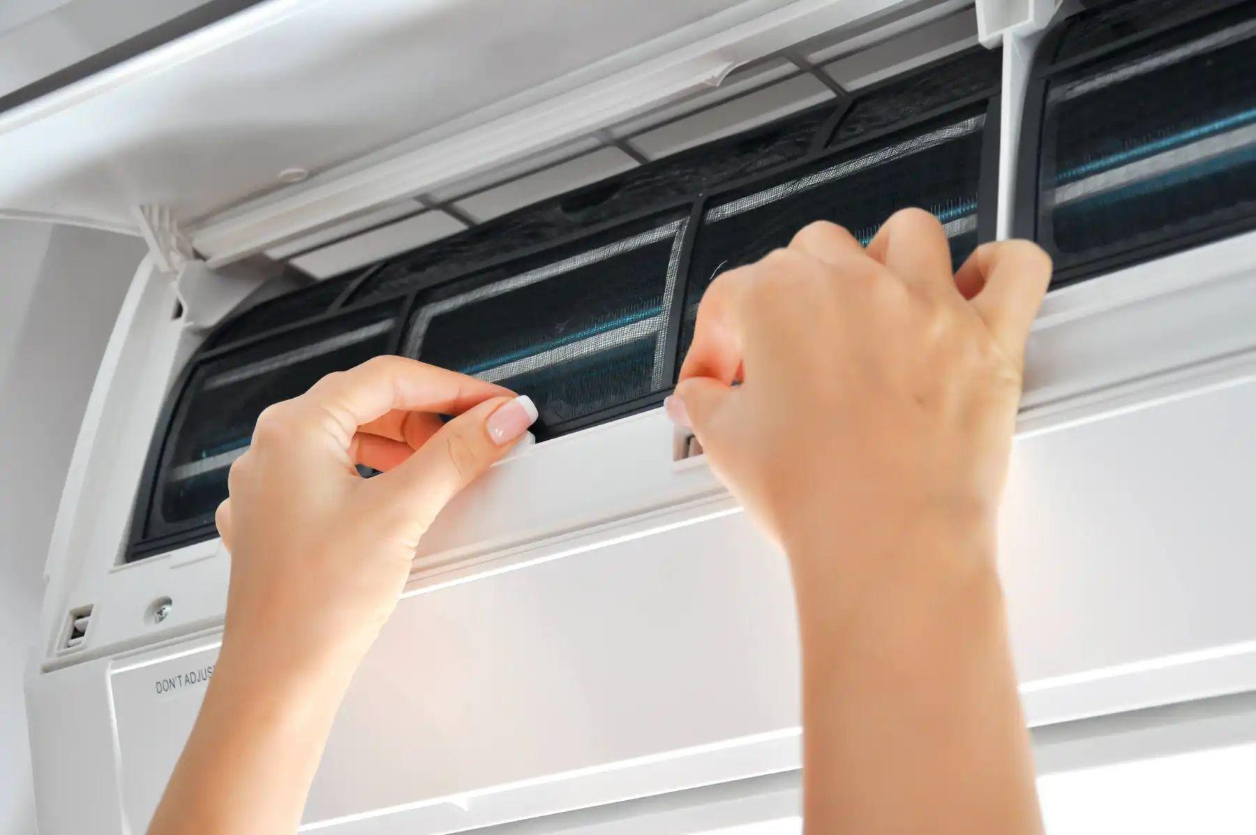 Làm sạch cấu tạo bên trong cục nóng