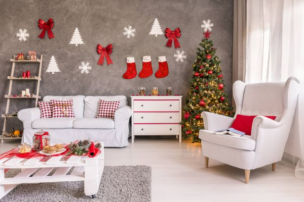 How to Clean Your Christmas Wreaths, Stockings and Wall Decoration for the Merry Season