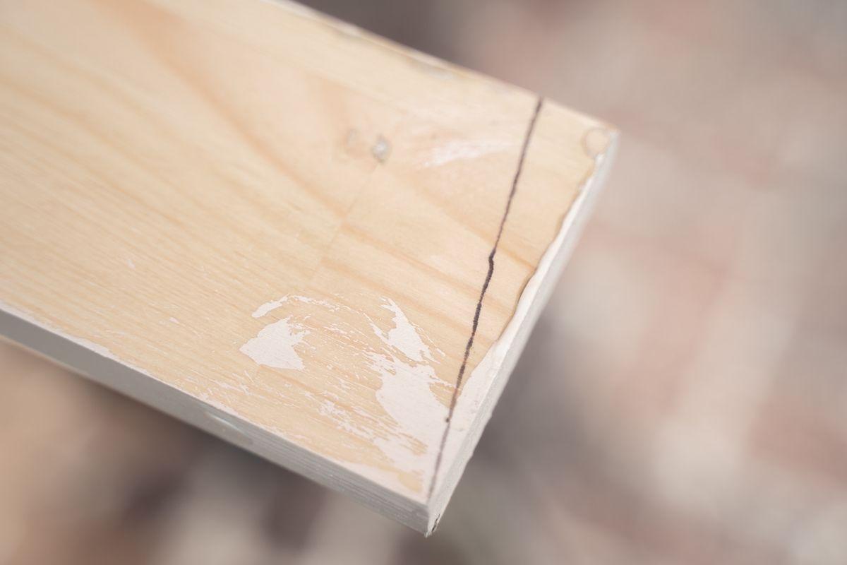 Cómo sacar pegamento de la madera natural en bruto