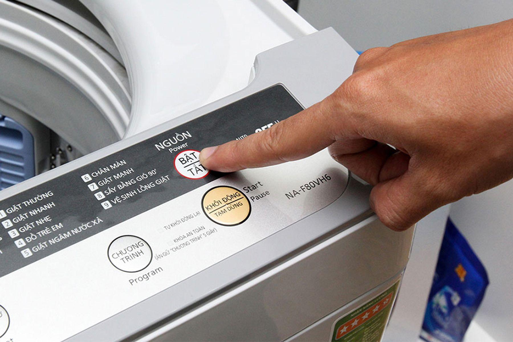 Nhấn nút Start cho máy giặt chạy chương trình