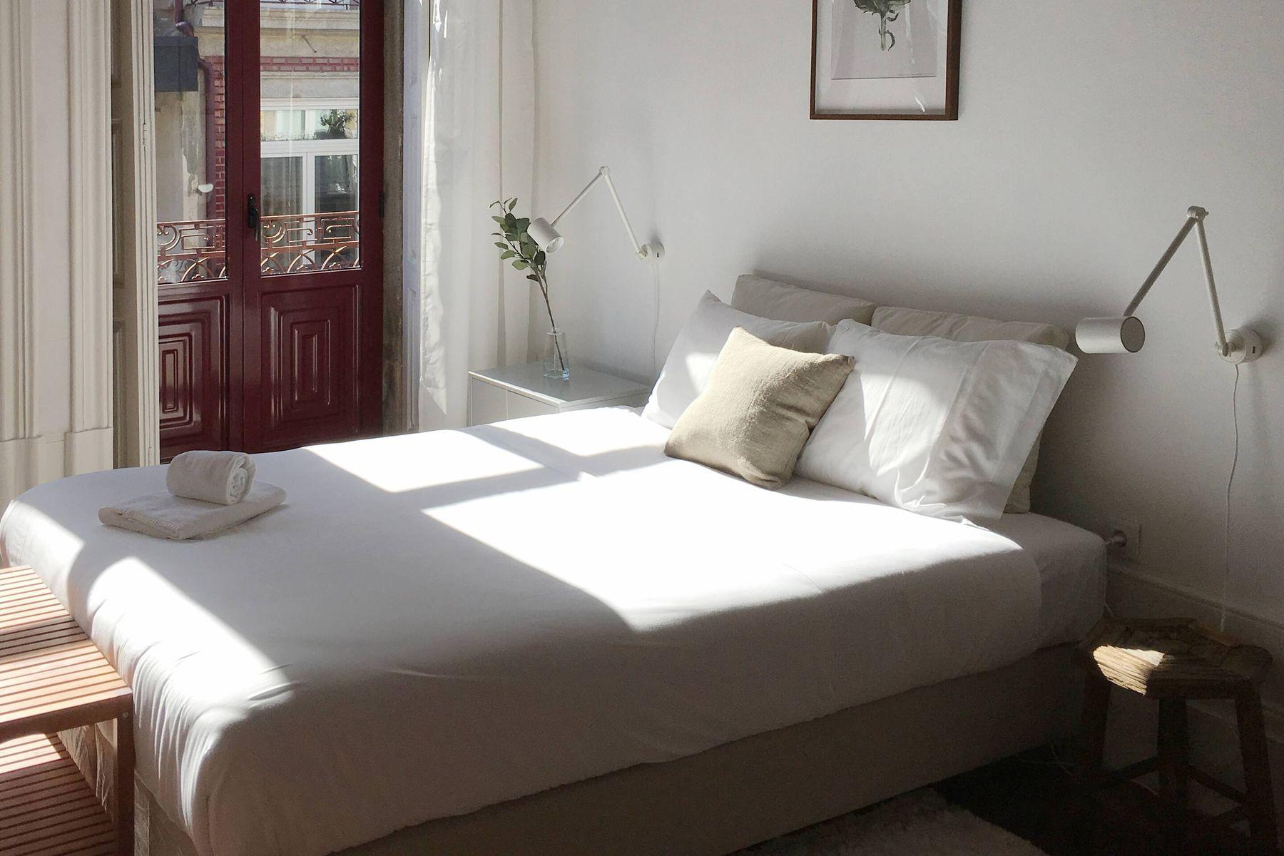 Áp dụng ngay 5 bí quyết này, phòng ngủ sẽ luôn thơm mát và không còn ẩm