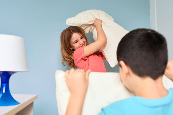 tips-for-a-slumber-party-kids-throwing-pillows