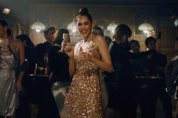 Diện váy dự tiệc quyến rũ như sao