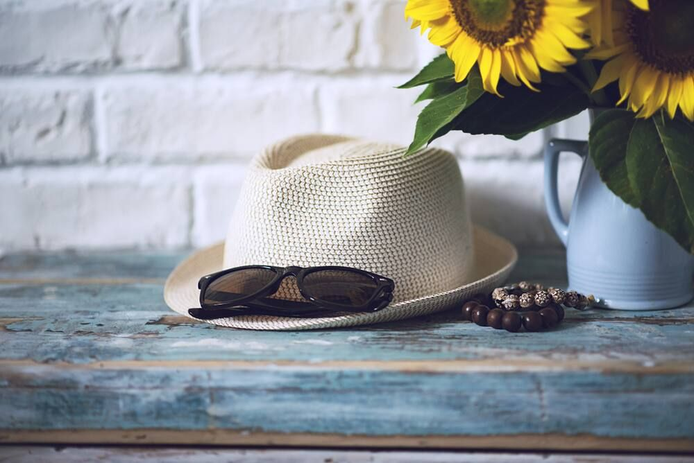 Cara membersihkan noda keringat di topi