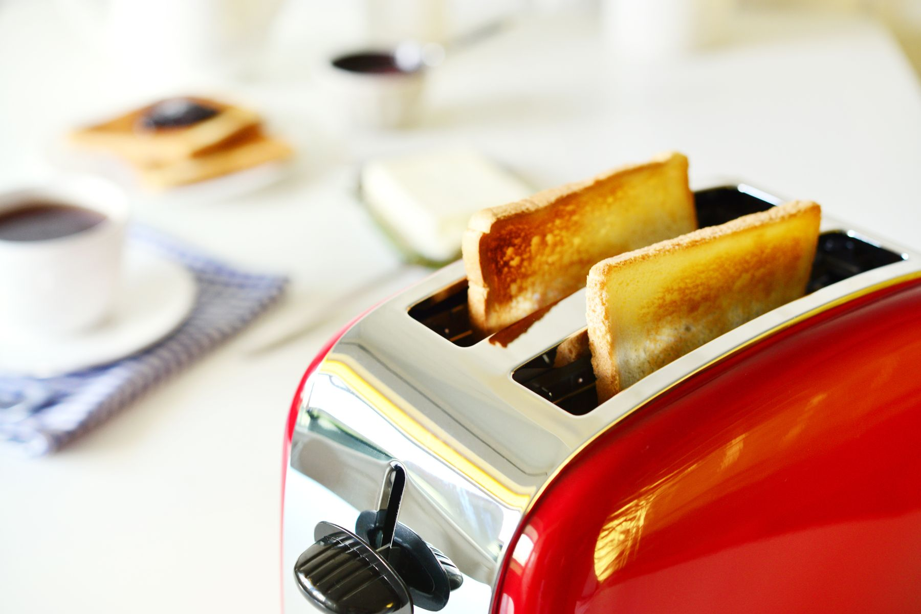 How to Clean Your Electric Toaster shutterstock 604000679