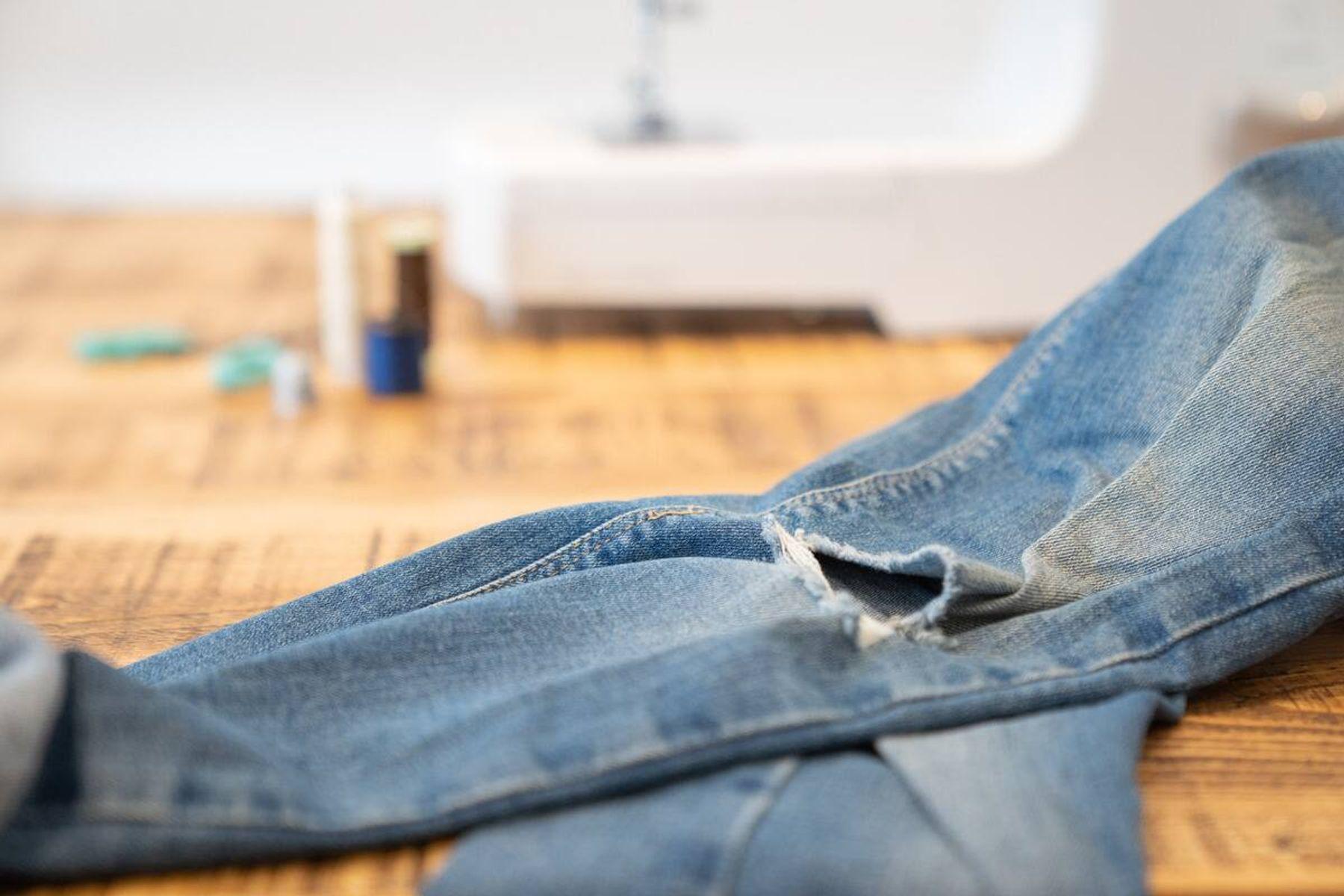 cách xử lý quần áo cũ - tái chế quần jean