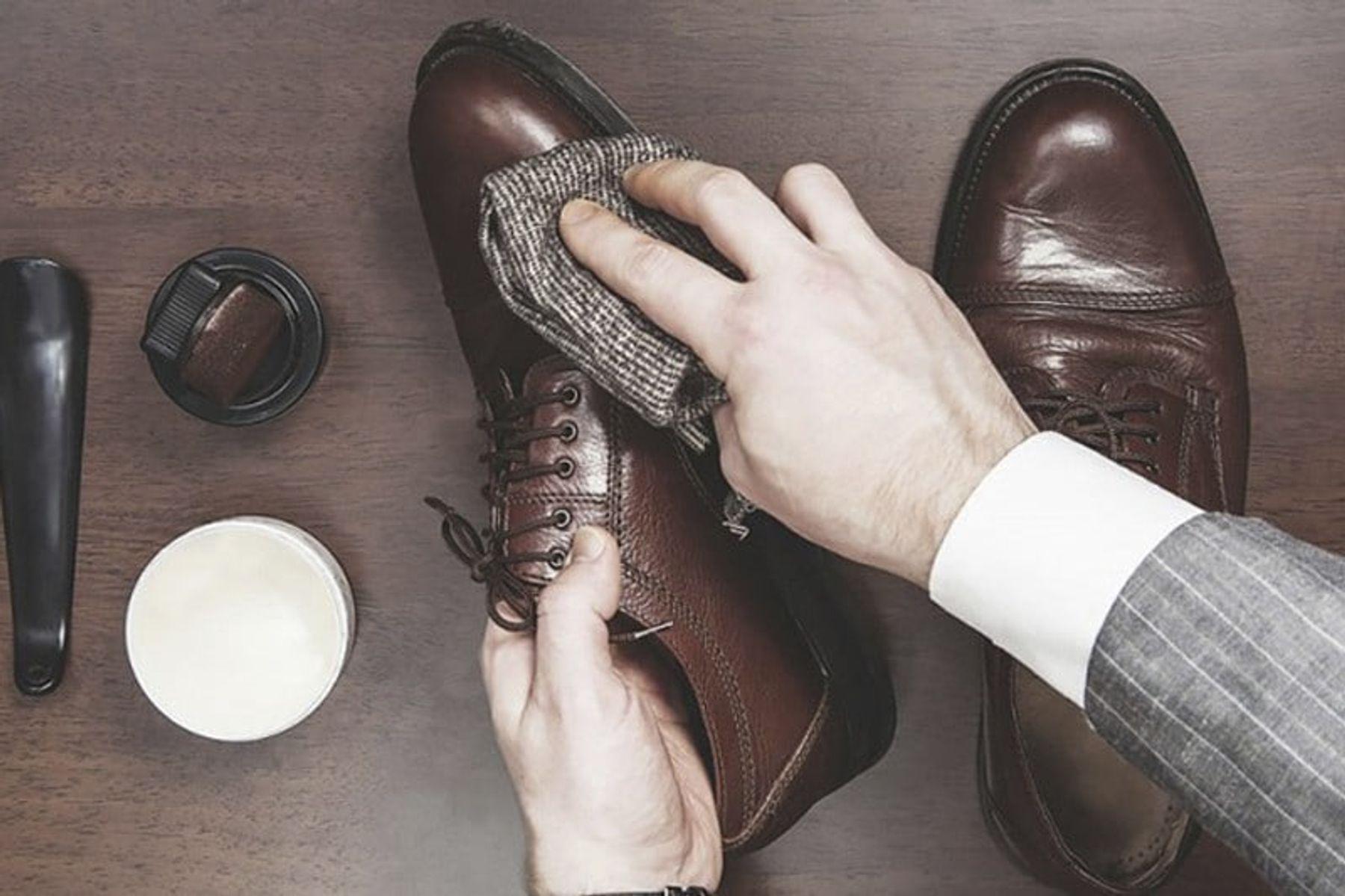 Tẩy vết trắng sau khi giày khô