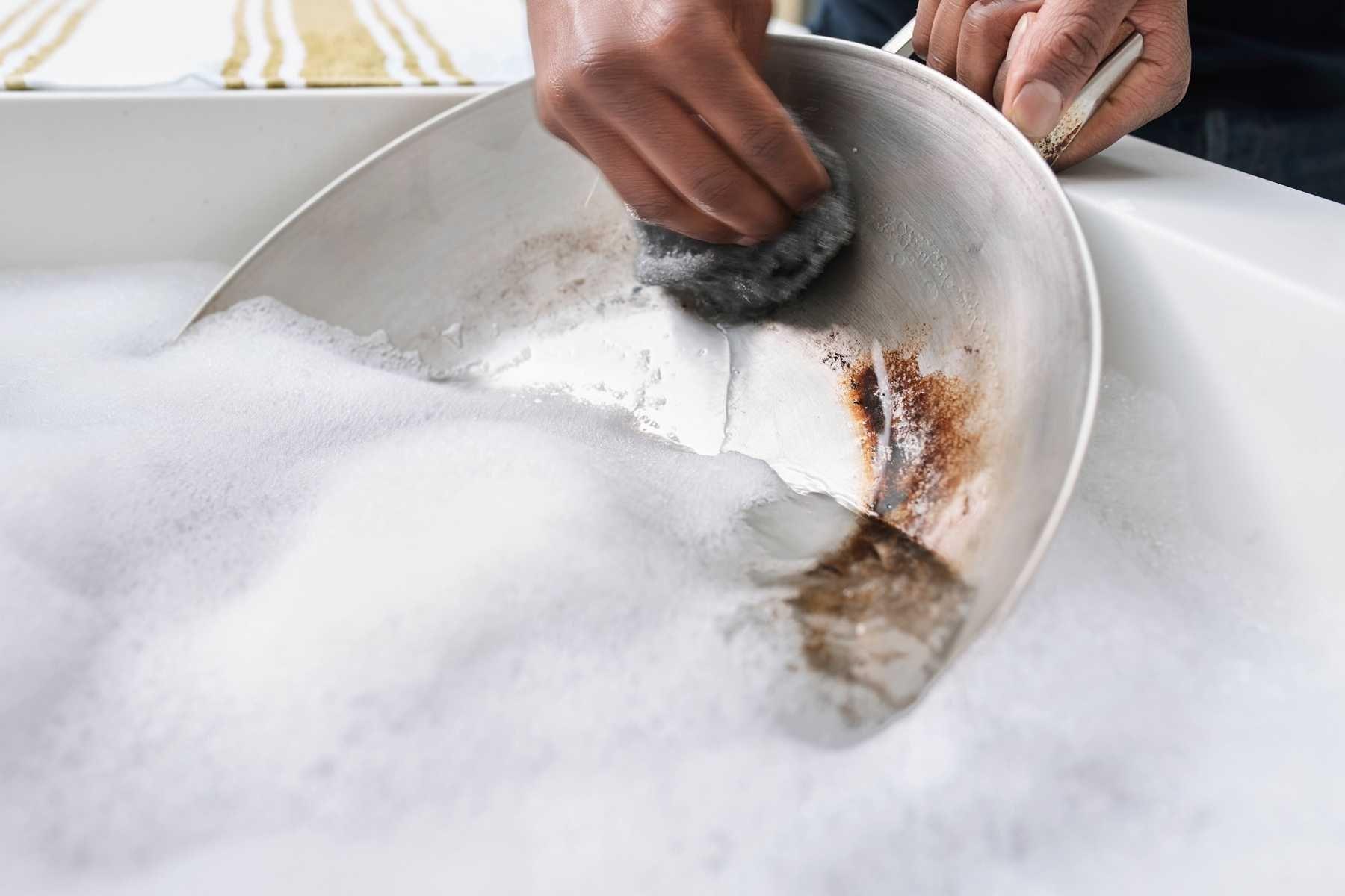Cách làm sạch nồi bị cháy đen, khét nhanh chóng