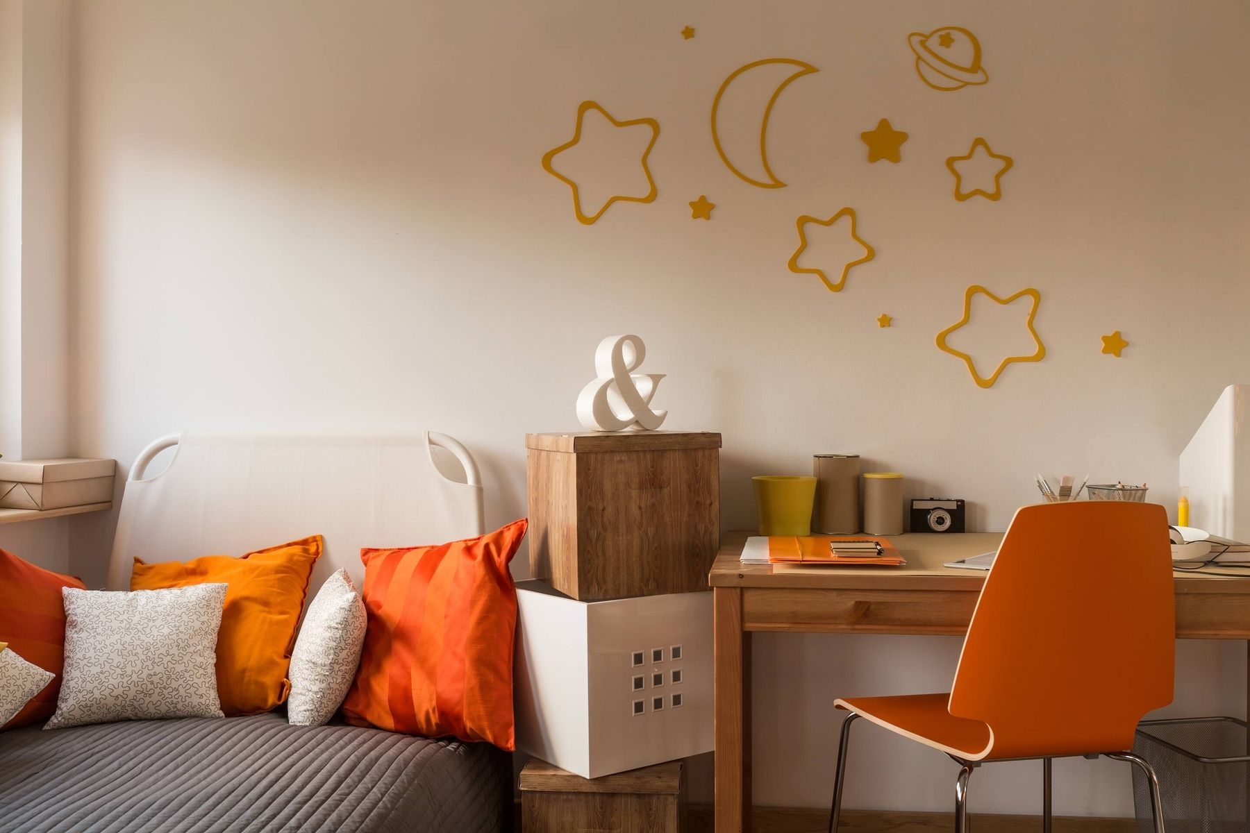 Did Your Child Stain Your Wall with a Permanent Marker? Let's Clean It