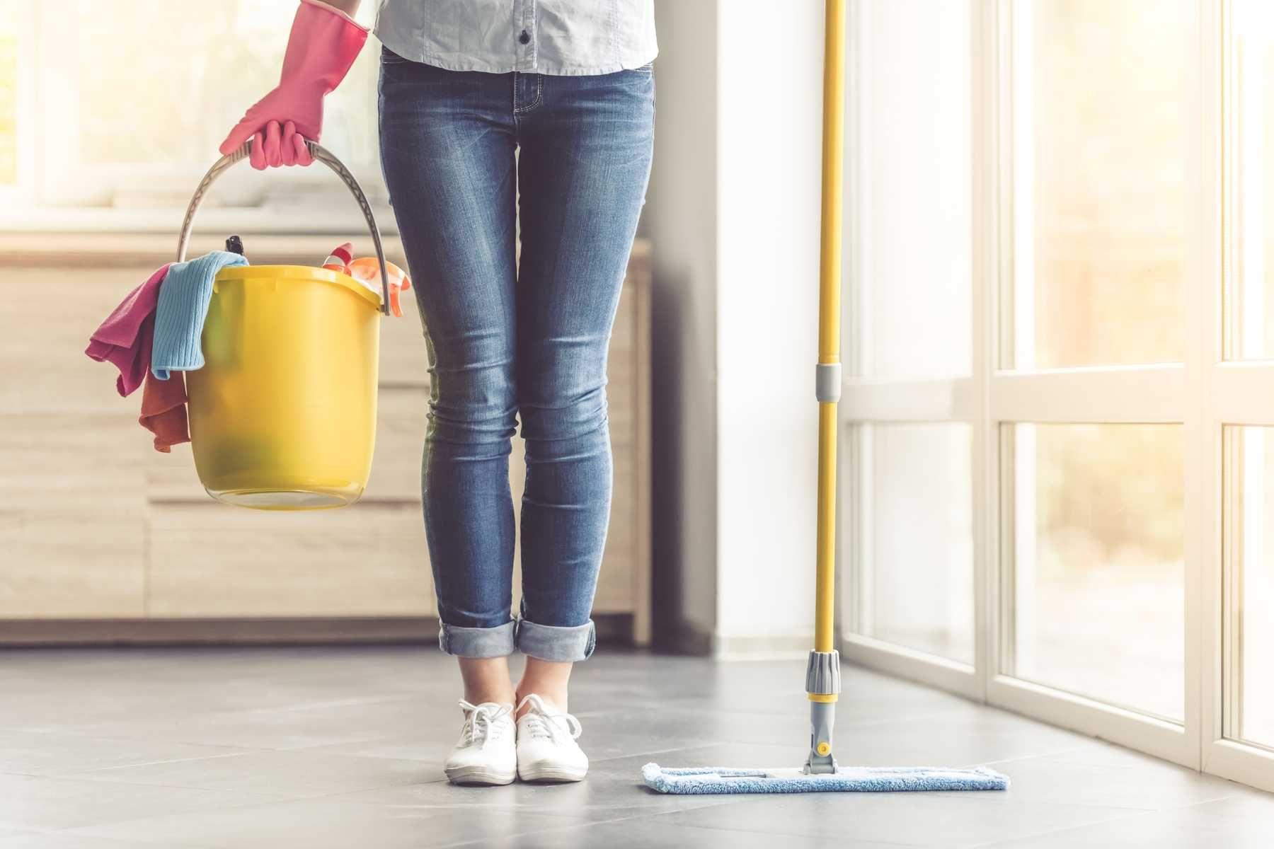 Hướng dẫn sử dụng nước lau sàn vệ sinh sàn gạch, sàn gỗ hiệu quả | Cleanipedia