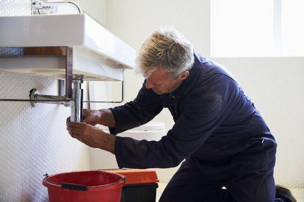 Cách thông tắc bồn rửa chén bị nghẹt do dầu mỡ