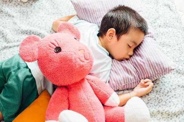 Các nguy cơ từ gối nằm thảo dược cho bé