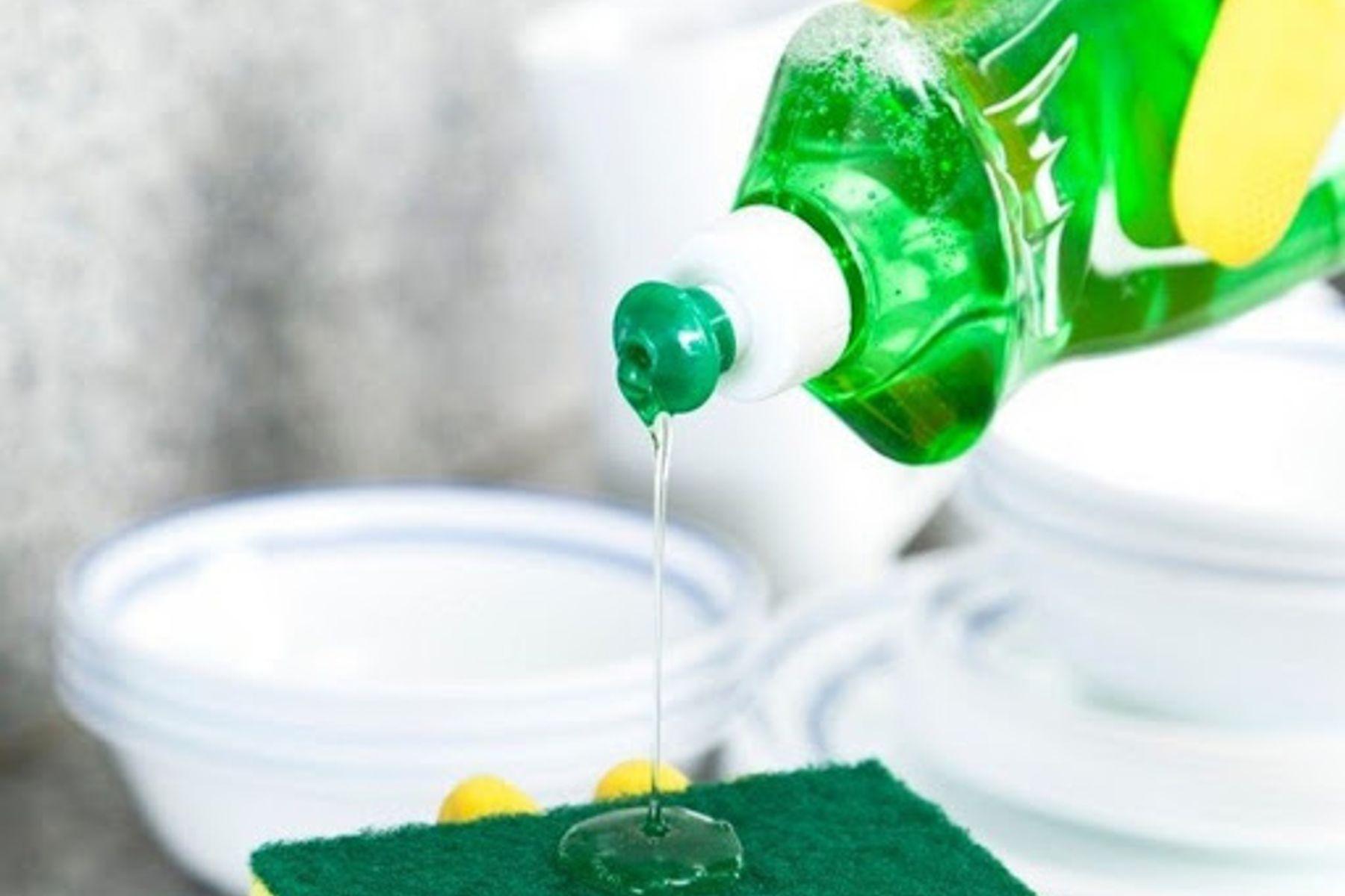 Nước rửa chén kém chất lượng có thể là nguyên nhân gây ra ngộ độc?