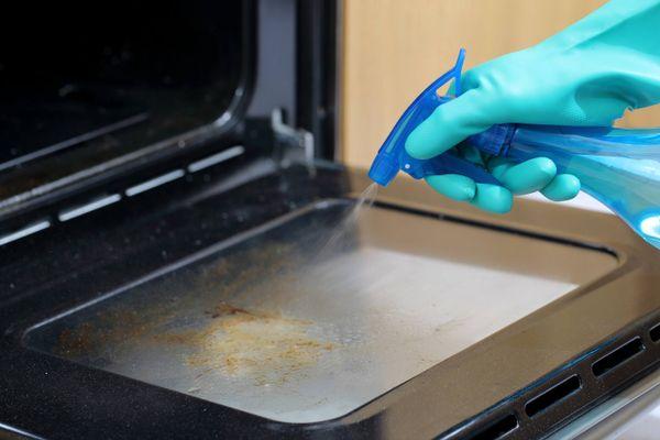 čištění trouby sprejem