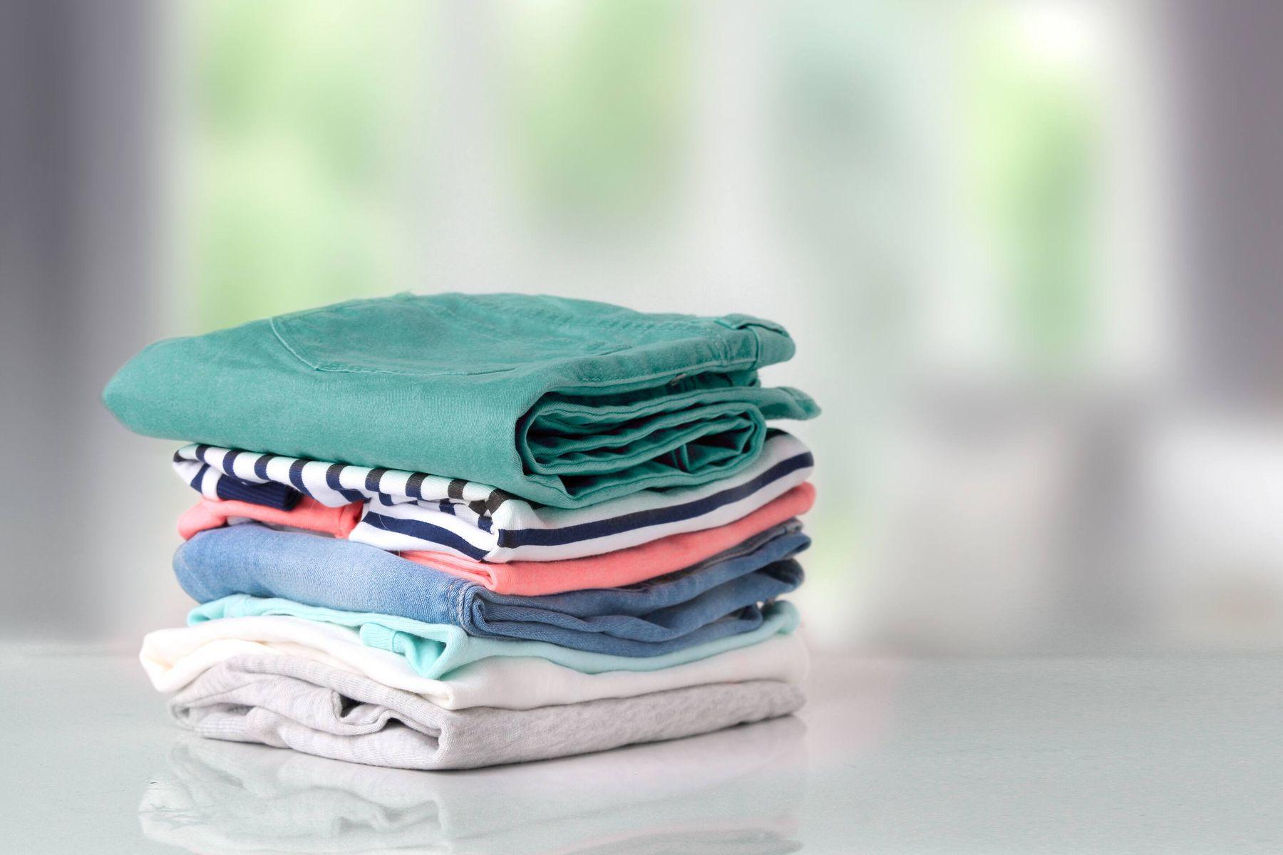 गर्म पानी से धोने हैं कॉटन के कपड़े? तो इन बातों पर ग़ौर  करें!