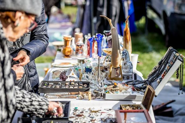 Image of a car boot sale: ideas and items