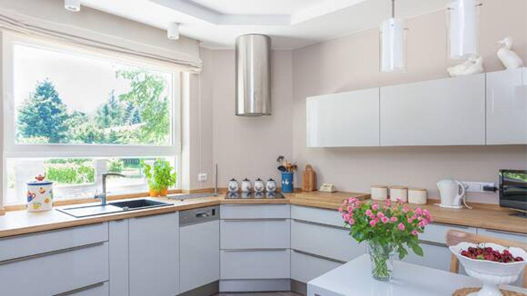Trang trí nhà bếp bằng hoa