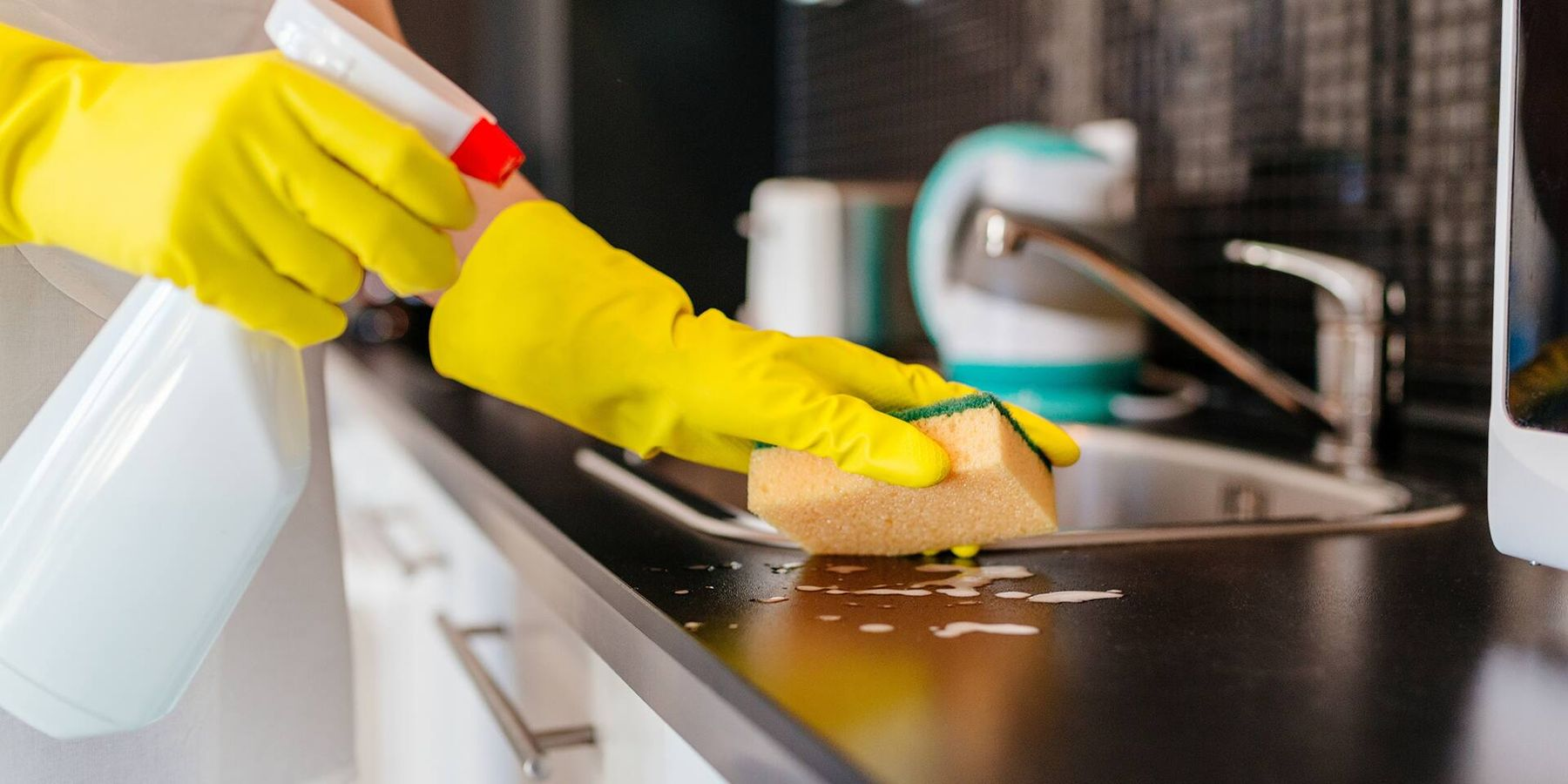 vệ sinh bồn rửa để ngăn ngừa nước cứng