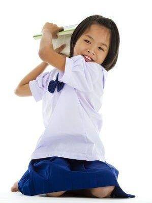 Cách tẩy vết mực lâu ngày trên áo trắng đồng phục