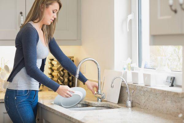 7 Mẹo rửa chén cực hiệu quả và tiết kiệm thời gian cho các bà nội trợ