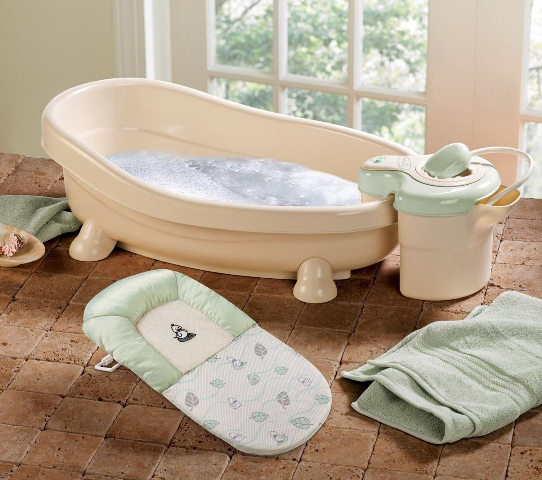Cách tắm cho trẻ sơ sinh - Chuẩn bị dụng cụ tắm phù hợp cho bé