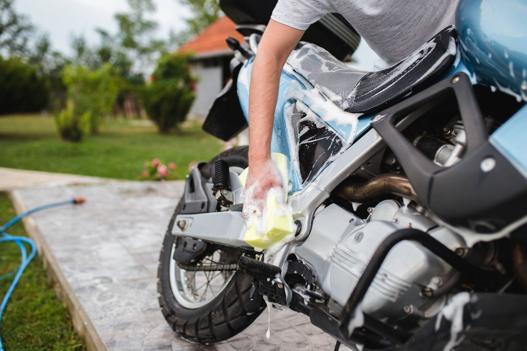 How to Wash Your Motorcycle | Cleanipedia