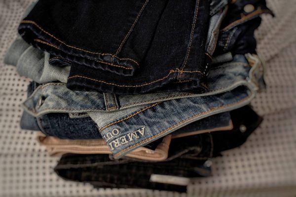 Quần jeans bị ra màu, nàng phải làm thế nào đây?