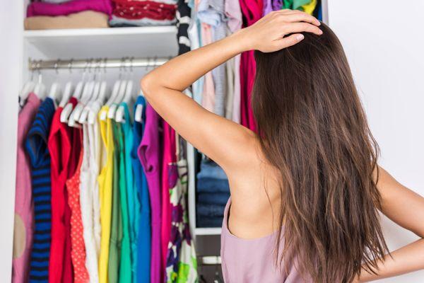 Làm sao để loại bỏ mùi ô nhiễm, khói bụi trên áo quần?
