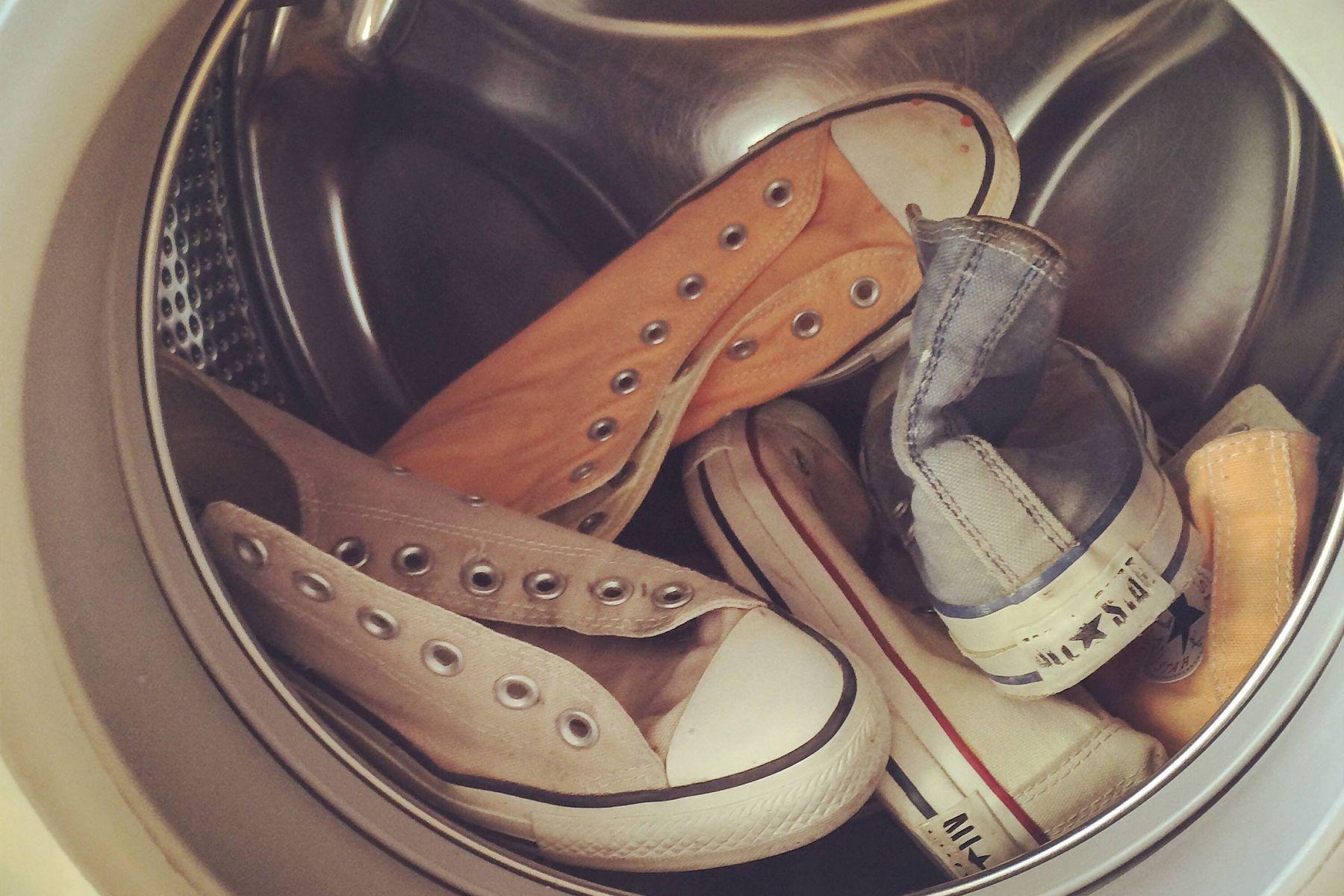 Liệu có nên giặt giày bằng máy giặt không?