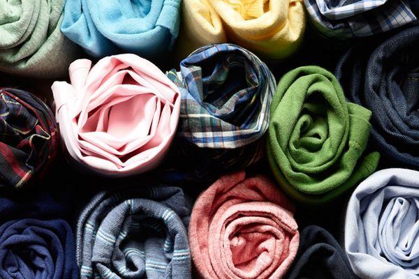 Cuộn tròn quần áo