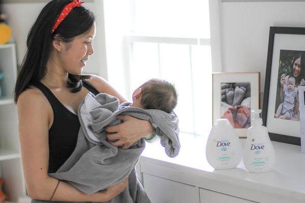 Thường xuyên quấn khăn cho bé sơ sinh có tốt không?