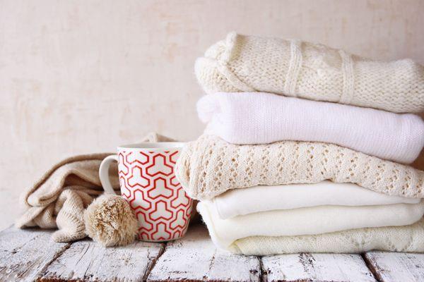 Cách giặt áo len đan tay và đan máy khác nhau như thế nào