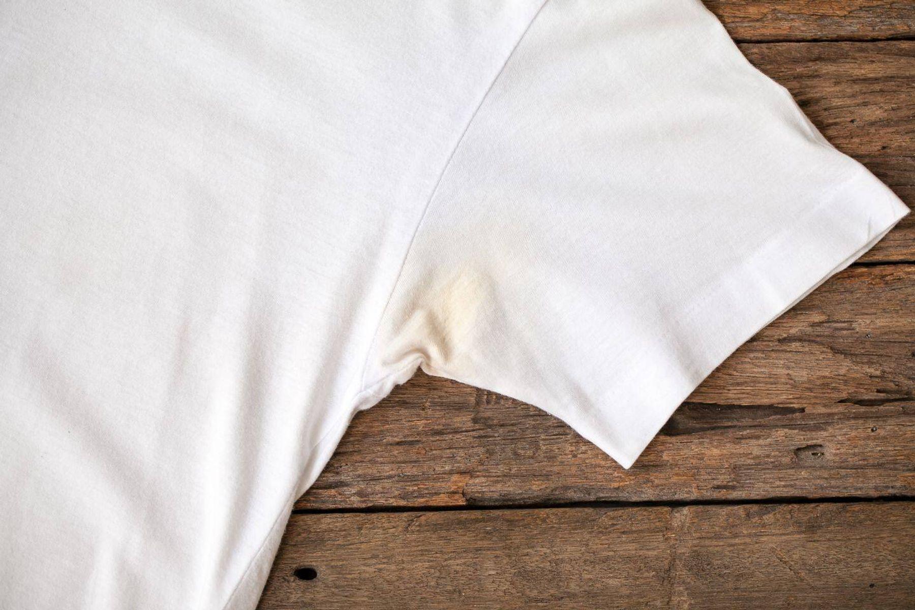 5 Cách làm sạch vết khô cứng ở nách áo do đổ mồ hôi nách nhiều