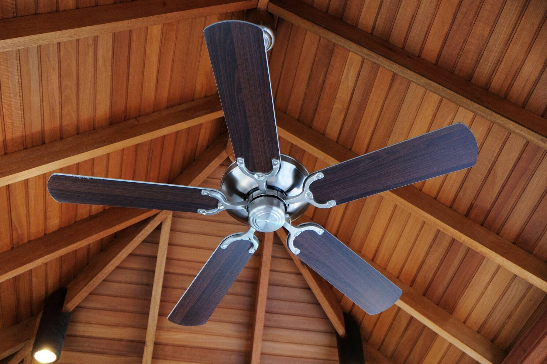 sử dụng quạt trần là cách tiết kiệm điện