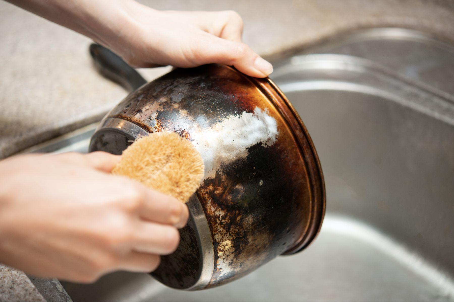 Cómo curar una olla, paso por paso