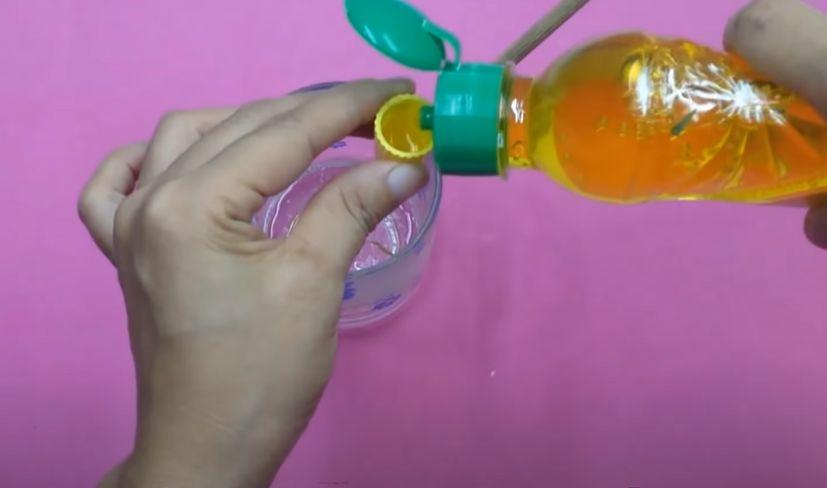 Cách làm slime trong suốt bằng hồ, muối iốt và nước rửa chén (không cần dung dịch rơ miệng)