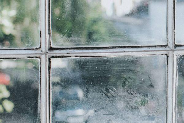 Kirli pencere camı