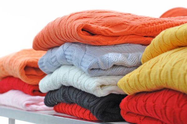 Cách chọn và bảo quản áo len cho bé thật bền lâu