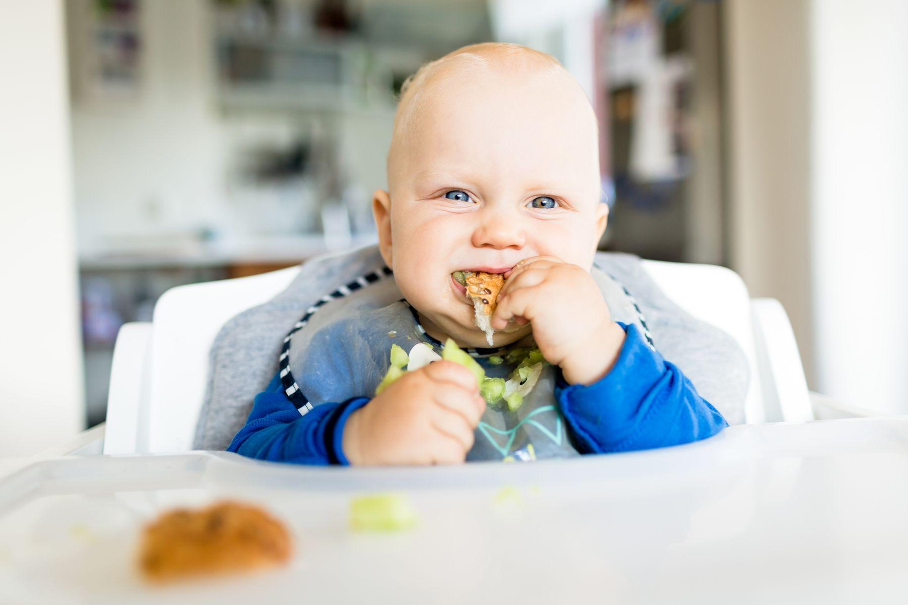 Yếm nilon cho bé ăn dặm