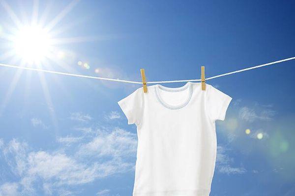 Giặt áo đúng cách để không bị thâm kim, có mùi