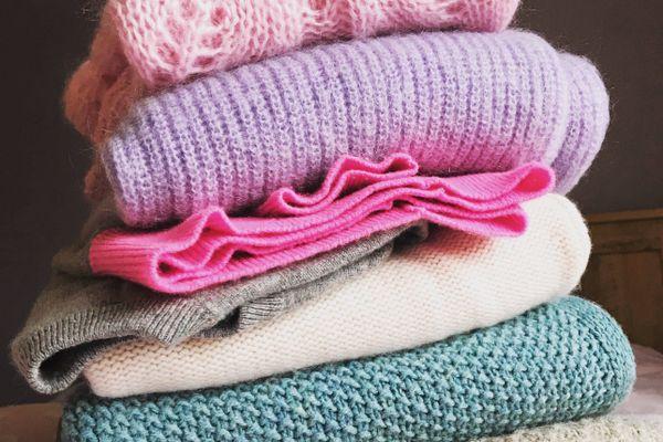 stos swetrów